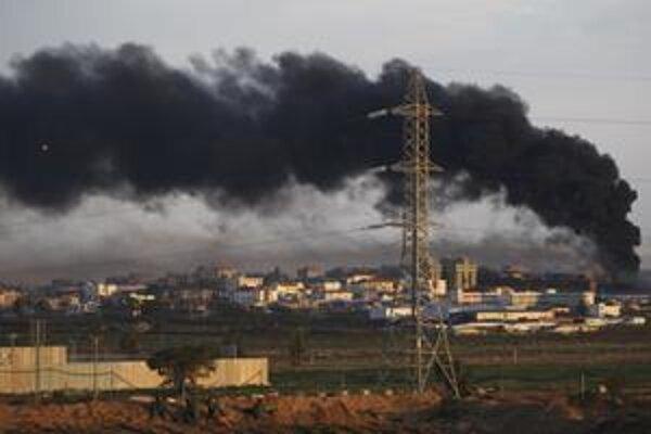 Dym nad Gazou. Izraelskí vojaci zasiahli nemocnicu a sídlo OSN.