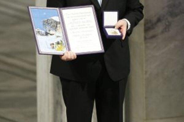 Vysoký status profesie vyjednávača potvrdilo aj nedávne udelenie Nobelovej ceny bývalému fínskemu prezidentovi Artimu Ahtisaarimu, ktorý pôsobil ako mediátor v rôznych svetových konfliktoch viac ako dvadsať rokov.