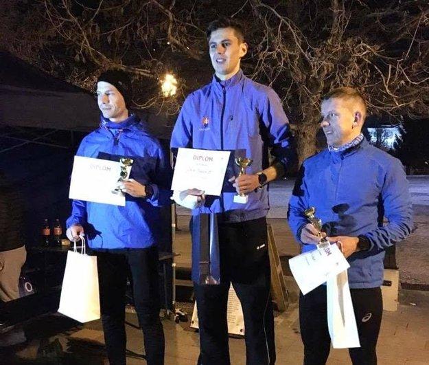 Trio najlepších mužov - zľava Matúš Kompas, Dávid Mazúch a Ivan Urcikán.