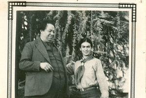 Na archívnej snímke z roku 1931 Frida Kahlo a Diego Rivera pózujú v Sante Rose.