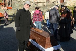 Aj bývalý primátor Gelnice Jozef Juhász si zahral v komparze.