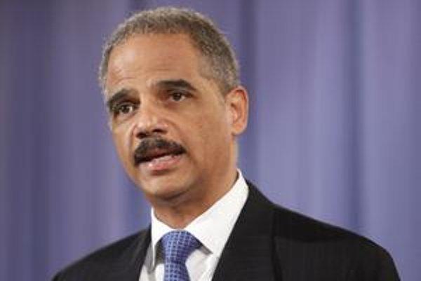 Minister spravodlivosti Eric Holder potvrdil vyhlásenia svetových organizácií, podľa ktorých USA používali pri vypočúvaní mučenie.