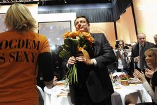 Socdem je sexy mali napísane hostesky na sneme ČSSD, ktorý potvrdil Paroubka na čele strany.