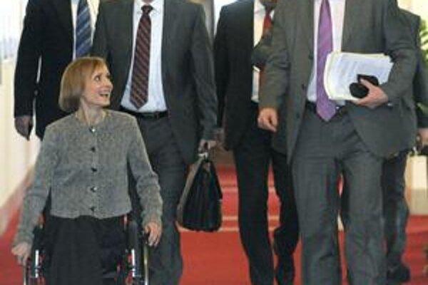 Česká vláda sa včera zišla prvý raz od rezignácie.