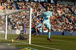Luis Suarez z FC Barcelony sa teší po úvodnom góle.