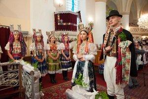 Krása párt z obce Poniky ožíva v posledných rokoch na folklórnom festivale Zdola ponickýho mlyna.