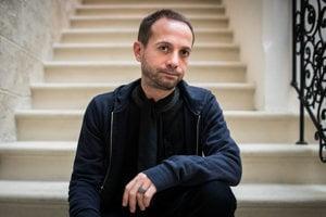 Taliansky sociológ Vincenzo Valentino Susca pôsobí na Univerzite Paula Valéryho v Montpellieri a spolupracuje s Centrom súčasných štúdií na Sorbonne.