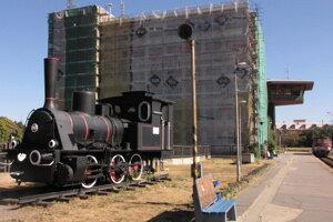 Trnavská stanica. Budovu už opravili.