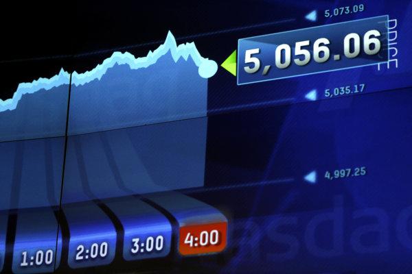 Burzové informácie zobrazené na displeje v NASDAQ. (ilustračné foto)