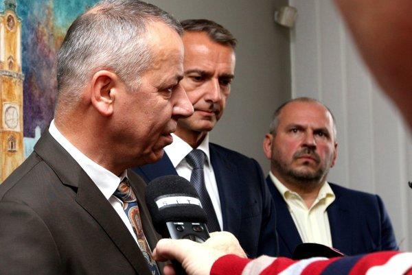 Zľava- Ján Nosko, Richard Raši a Igor Choma po rokovaní