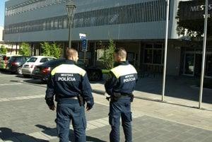 Hliadky mestskej polície dostanú k dispozícii elektromobil.