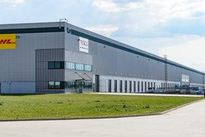 Spoločnosť ProLogis predala komplex logistických centier v Gáni pri Galante čínskemu investorovi CNIC, v centrách má distribučné centrum Samsung alebo Tesco. Právny servis pre ProLogis pri predaji centier v Gáni pri Galante zaisťovala advokátska kancelária Kinstellar.