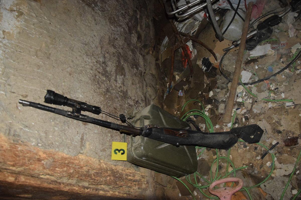 5ae1898f5 V dome v Kalnej Roztoke objavili policajti zbrane aj strelivo ...