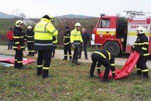 Takmer dvadsať hasičov trénovalo protipovodňový zásah.