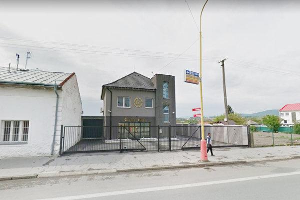 Bývalá kaviareň v Sečovciach. Tak kedysi vyzerala, dnes sa tam v prenájme učia deti.
