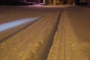 Večer bol len ťažko prejazdný úsek Bajerov - Krásna Lúka v okrese Sabinov.