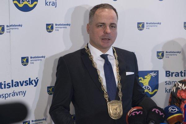 Na snímke nový župan BSK Juraj Droba počas brífingu po ustanovujúcom zasadnutí Zastupiteľstva Bratislavského samosprávneho kraja.