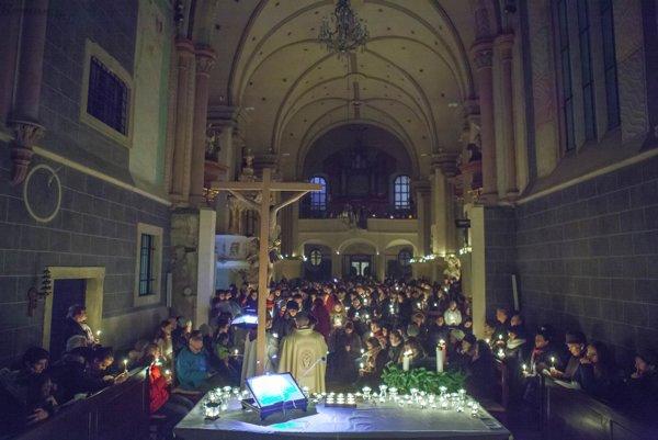 Rorátna omša vo františkánskom kostole.