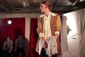 Adam Dragun. Mladý konzervatorista si zahral hlavné úlohy v piatich Shakespearových hrách.