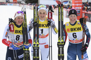 Stina Nilssonová (V strede) sa raduje z víťazstva.