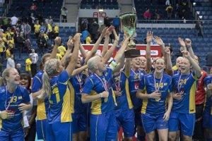 Švédske florbalistky sa radujú zo zisku titulu.