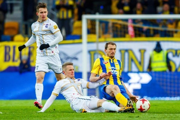 Vionisti dvakrát prehrávali o dva góly, ale uhrali remízu. V bielom Damián Bariš a Dawid Szymonowicz.