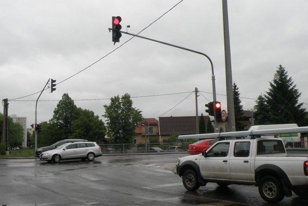 Nové semafory reagujú na hustotu premávky.