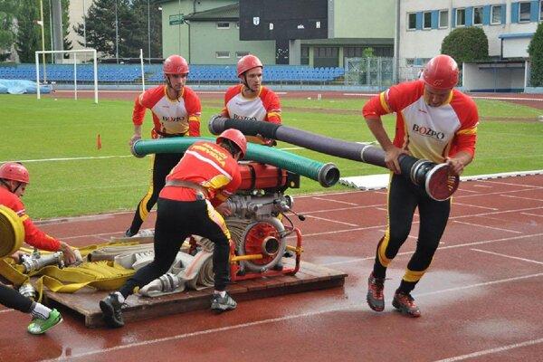 Prievidzským hasičom sa na súťaži darilo.