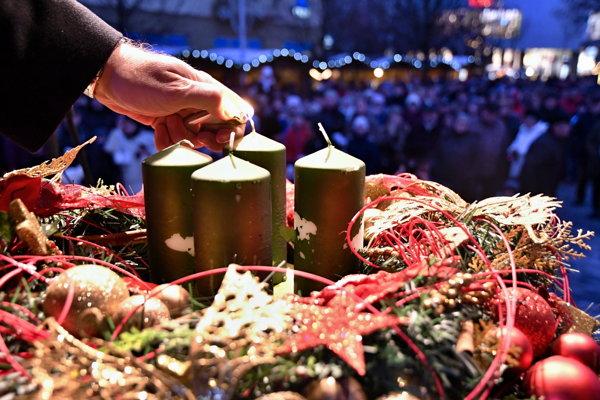 Vianočné trhy sa začínajú aj v Pezinku.