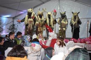 Deti vo Vysokej nad Kysucou navštívil sv. Mikuláš aj sčertmi, akých nikde inde nestretnete.
