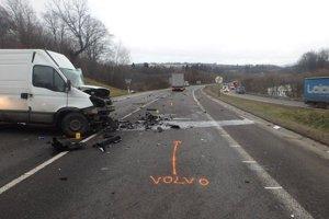 Hasičom v decembri ohlásili dopravnú nehodu dvoch vozidiel na štátnej ceste I/11 pred tunelom Horelica v smere od Krásna nad Kysucou, v katastri obce Oščadnica. V dodávke sa nachádzala zakliesnená ťažko zranená osoba, ktorú hasiči odovzdali záchranárom.
