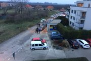 Celá udalosť sa stala pred bytovkami v Opoji, v časti Pod hájom.