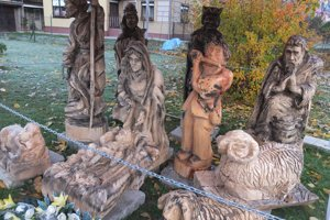V obci majú aj vyrezávaný betlehem.