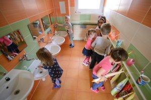 Žltačka sa volá aj choroba špinavých rúk. Je preto potrebné, aby si deti často a riadne umývali ruky.
