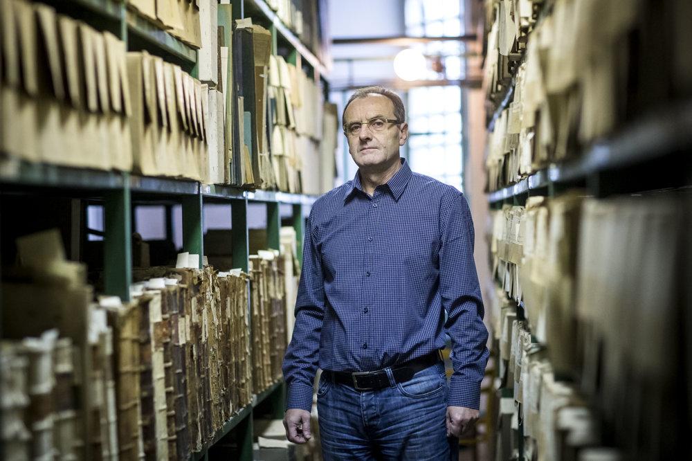 Juraj Turcsány pracuje v modranskom archíve od roku 1979. Medzi spismi je ako doma.