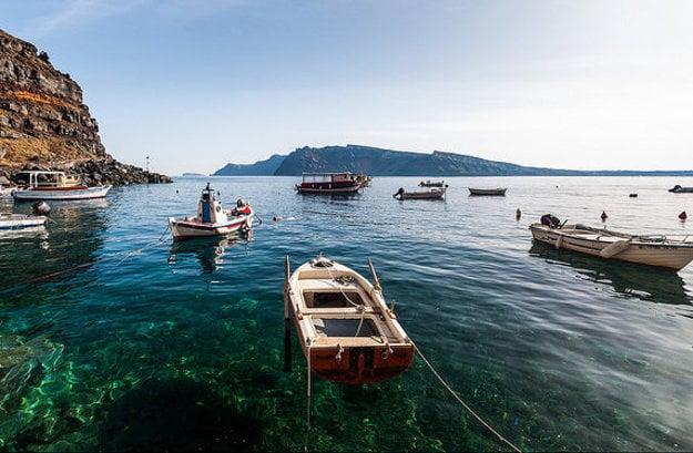 Skvelým zážitkom zo Santorini je plavba k horúcom prameňom.