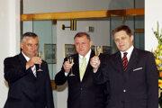 Sprava Robert Fico, Vladimír Mečiar a Ján Slota po podpise koaličnej zmluvy v roku 2006