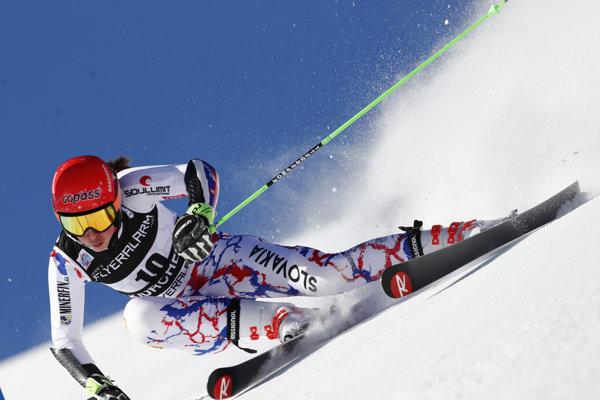 Petra Vlhová počas 1. kola obrovského slalomu v Courcheveli.