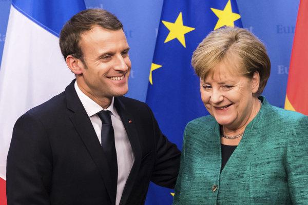 Nemecká kancelárka Angela Merkelová (vpravo) a francúzsky prezident Emmanuel Macron.