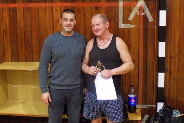 Vpravo Vojtech Varga, víťaz v najstaršej kategórii nad 60 rokov.