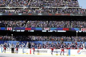 Striedačka tímu New York Rangers na štadióne CityField v rámci zápasu NHL Winter Classic