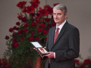 Chemik Robert Mistrík si prebral štátne vyznamenanie Pribinov kríž I. triedy.