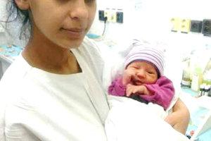 Veronika Berkiová s jej dcérkou Alexandrou, ktorá bola prvým bábätkom roku 2017 v Martine.