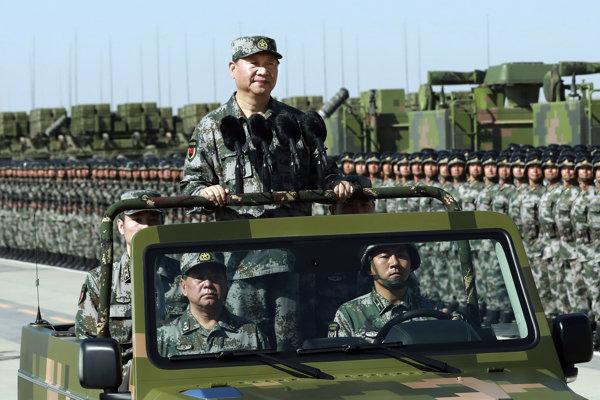 Hlavný veliteľ čínskej armády, prezident Si Ťin-pching.