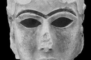 Mramorová hlava zo starovekého Uruku.