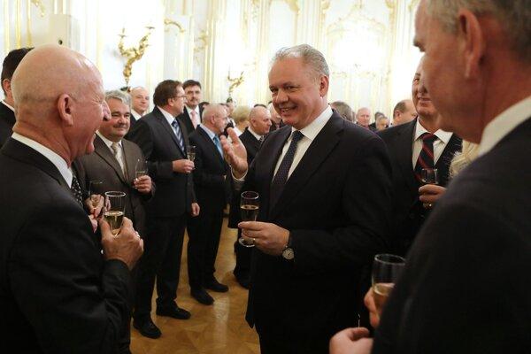 Prezident zároveň samosprávam poďakoval za ich prácu.