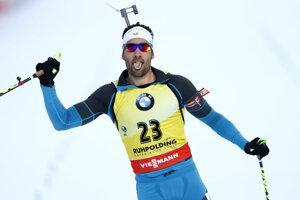 Martin Fourcade sa raduje z víťazstva.