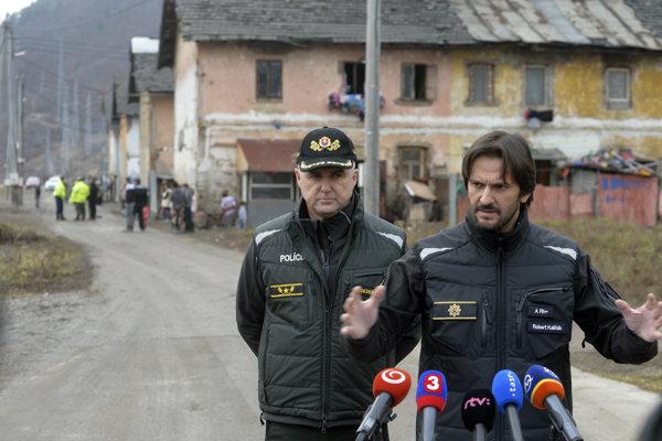 Prezident Policajného zboru Tibor Gašpar a minister vnútra Robert Kaliňák.