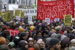 Rakúšania protestovali proti novej vláde, ktorej súčasťou je aj pravicovo-populistická Slobodná strana Rakúska (FPÖ).