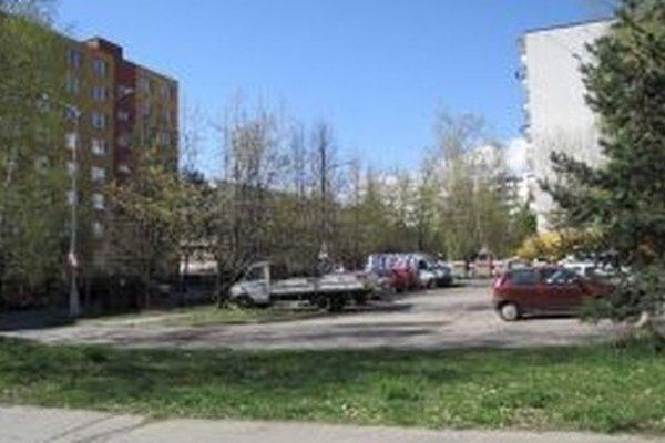Jedným zo sporných bodov je aj plánovaná výstavba polyfunkčného objektu Tulipán v Radvani, prpti ktorej spísali obyvatelia petíciu.